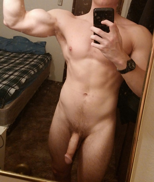 Nude Muscle Guy Flexing